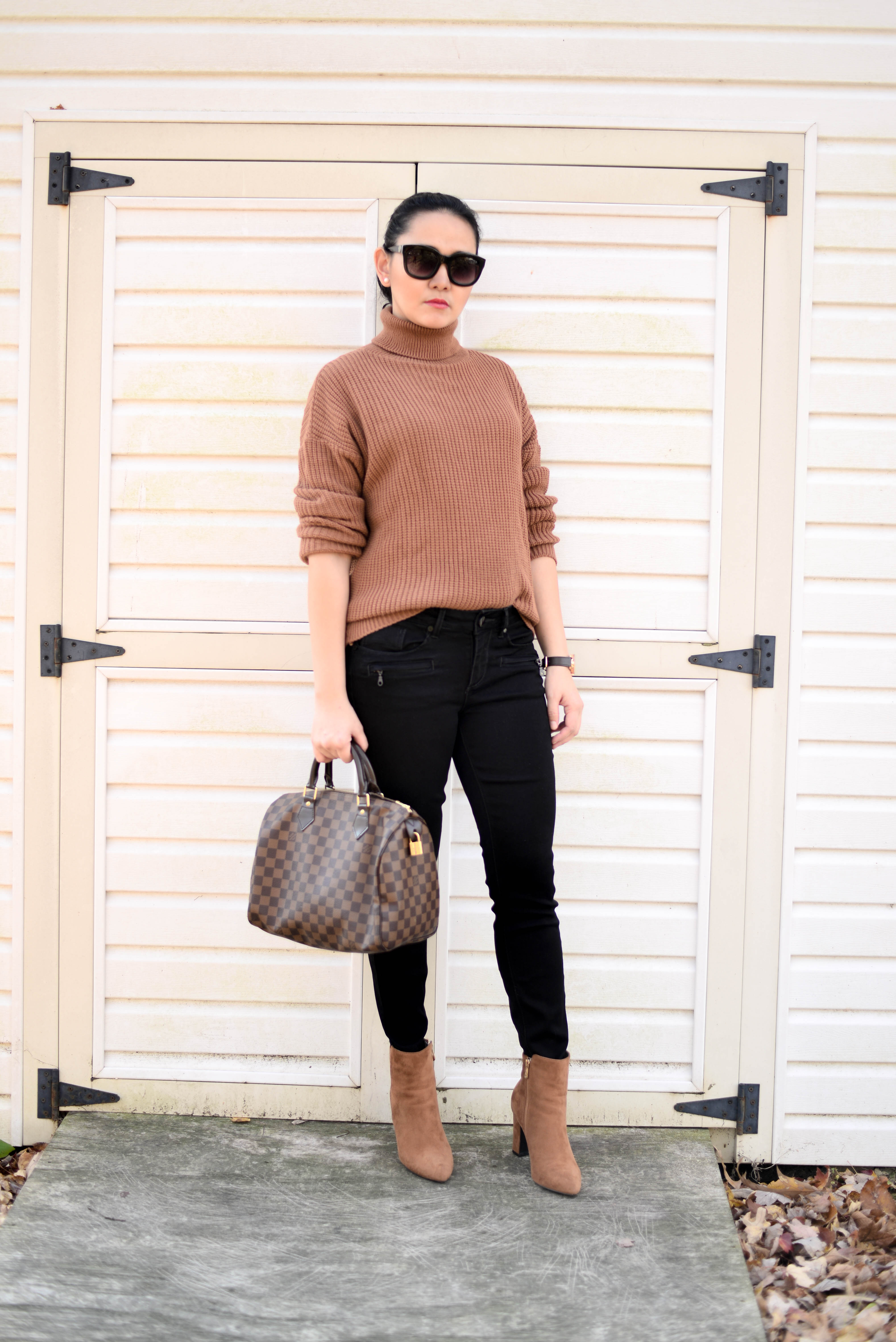 How to Wear an Oversized Turtleneck Sweater that will Not Make You look Bigger