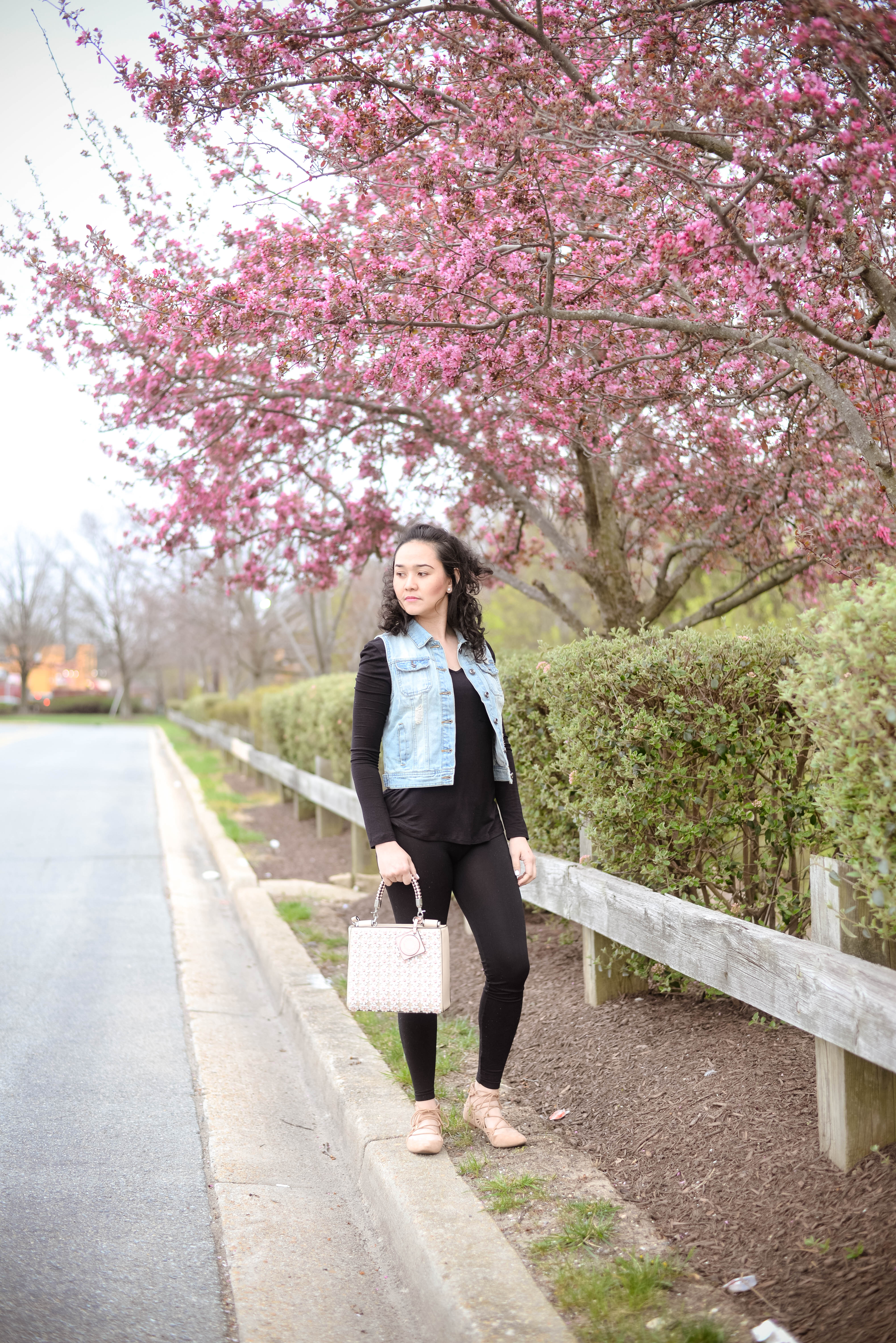 How to wear all black outfit in the Spring